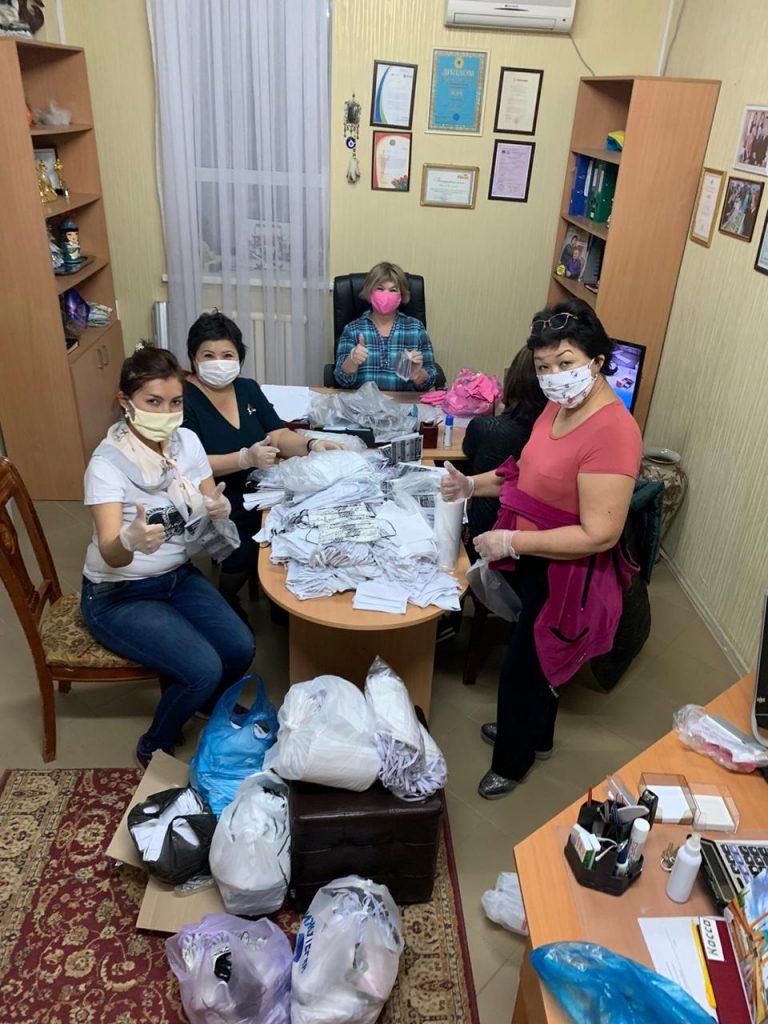 Представители Союза строителей Казахстана бесплатно раздали медицинские маски в Актобе, фото-1
